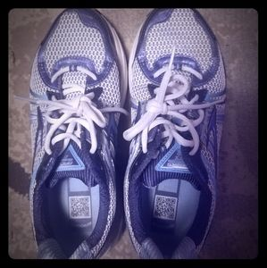 Brooks tennis shoes 10W